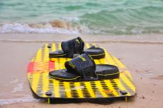 """تعتبر """" الكايت """" من أحد الأدوات المستخدمة في رياضة الكايت بوردينق المائية"""